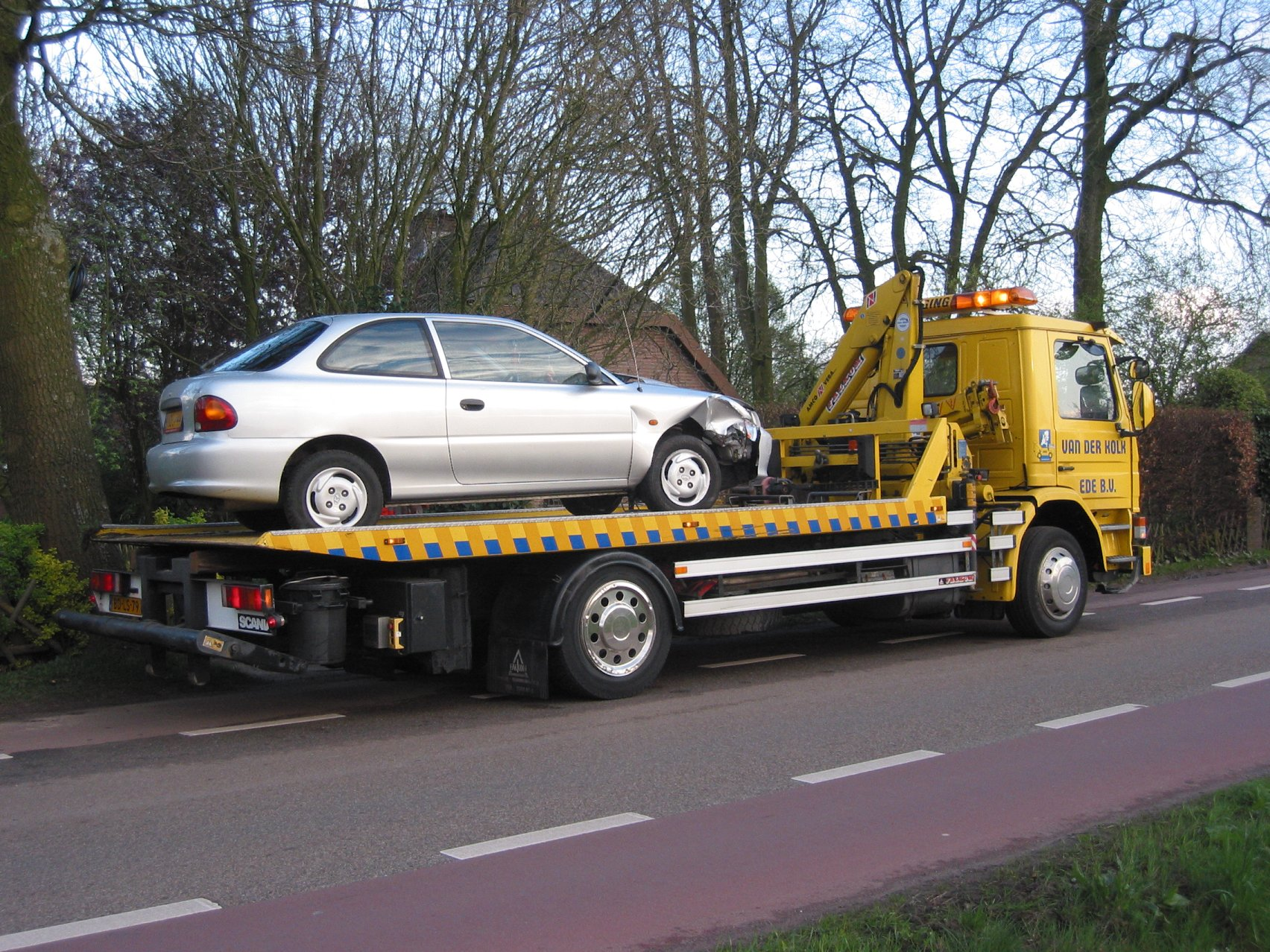 cash-towing-car